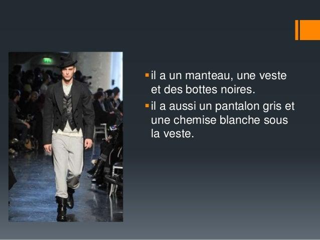  il a un manteau, une veste  et des bottes noires.   il a aussi un pantalon gris et  une chemise blanche sous  la veste.