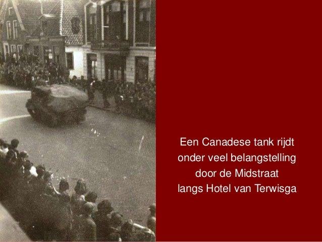 Een Canadese tank rijdt onder veel belangstelling door de Midstraat langs Hotel van Terwisga