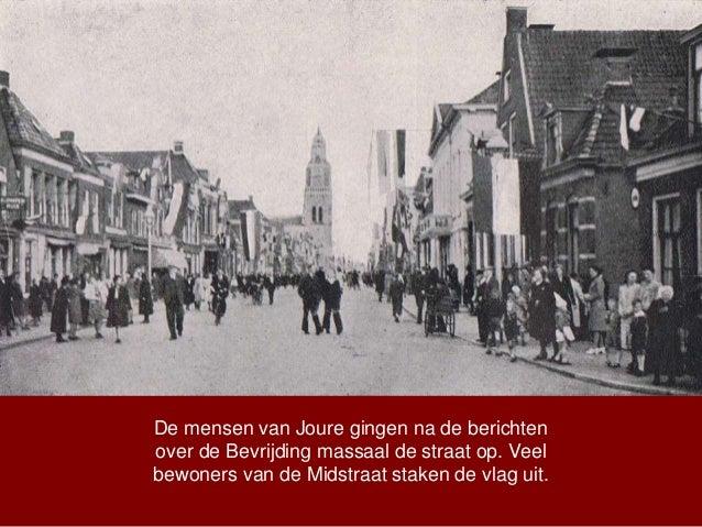 De mensen van Joure gingen na de berichten over de Bevrijding massaal de straat op. Veel bewoners van de Midstraat staken ...