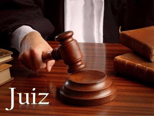O juiz é um cidadão investido de autoridade pública com o poder para exercer a atividade jurisdicional, julgando os confli...