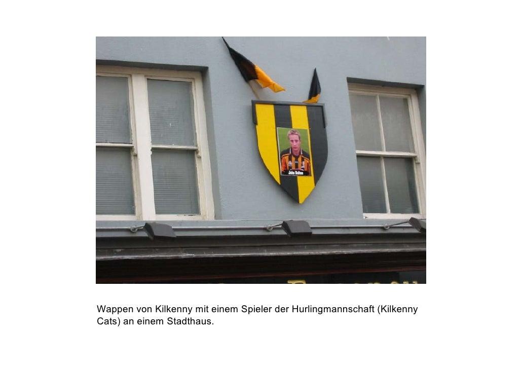 Wappen von Kilkenny mit einem Spieler der Hurlingmannschaft (Kilkenny Cats) an einem Stadthaus.