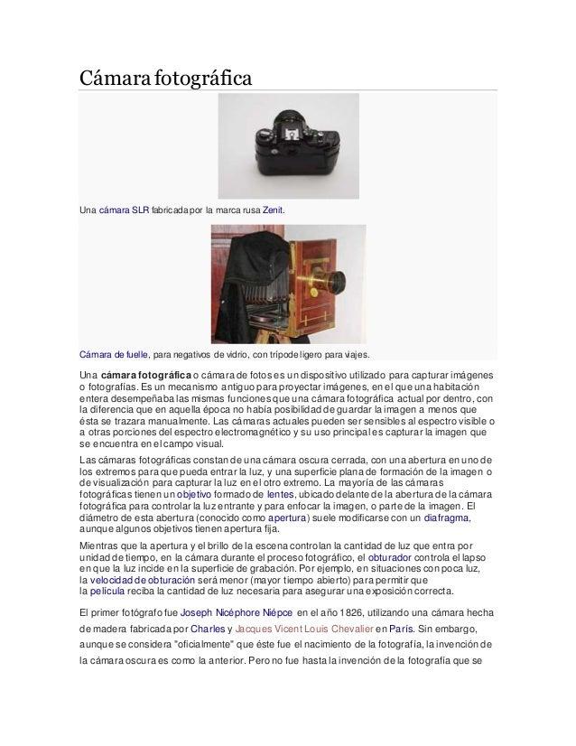 Cámara fotográfica Una cámara SLR fabricada por la marca rusa Zenit. Cámara de fuelle, para negativos de vidrio, con trípo...