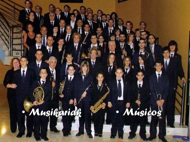 <ul><li>Musikariak </li></ul><ul><li>Músicos </li></ul>