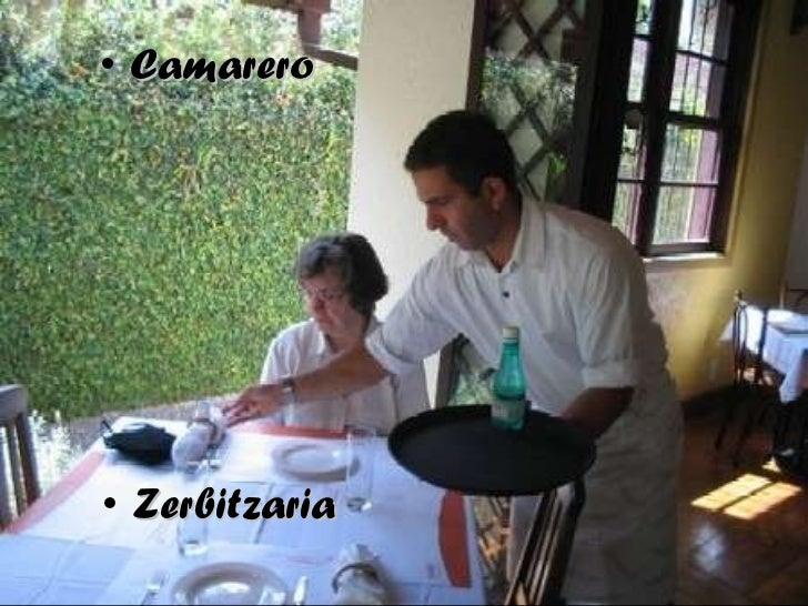 <ul><li>Zerbitzaria </li></ul><ul><li>Camarero </li></ul>