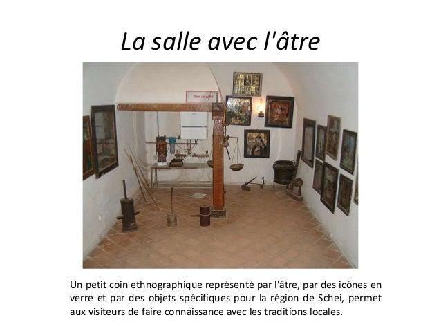 La salle avec l'âtre Un petit coin ethnographique représenté par l'âtre, par des icônes en verre et par des objets spécifi...