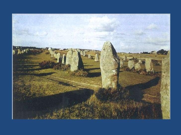 EL DOLMEN<br /><ul><li> Se trata de un monumento formado por varios menhires sobre los que descansan horizontalmente otras...