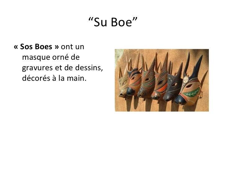 """"""" Su Boe"""" «Sos Boes»  ont un masque orné de gravures et de dessins, décorés à la main."""
