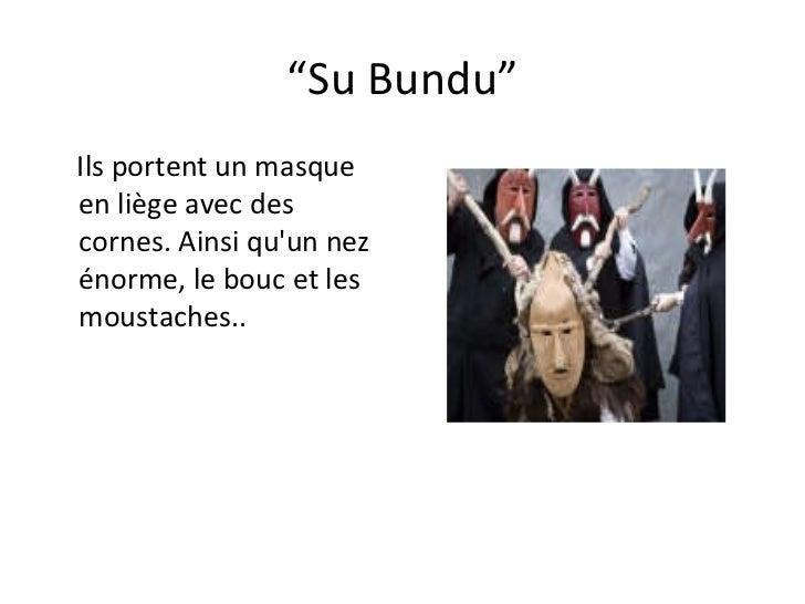 """"""" Su Bundu"""" Ils portent un masque en liège avec des cornes. Ainsi qu'un nez énorme, le bouc et les  moustaches.."""