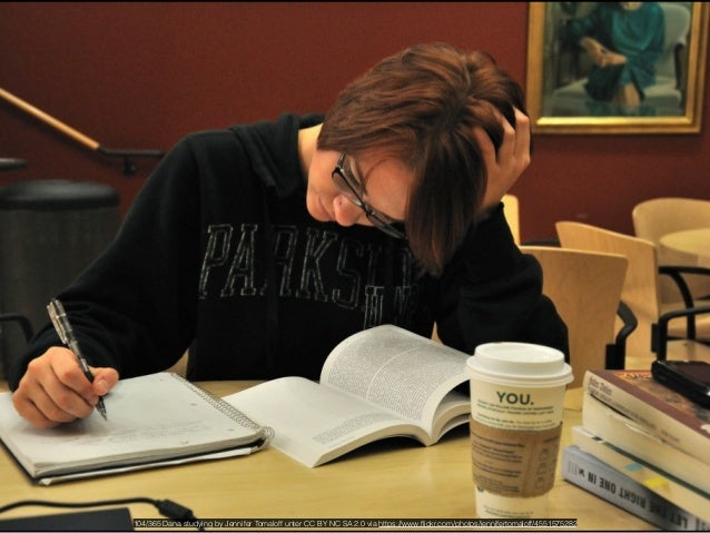 Day 239 / 365 - Studying in Starbucks by Anita Hart unter CC BY SA 2.0 via https://www.flickr.com/photos/anitakhart/493630...