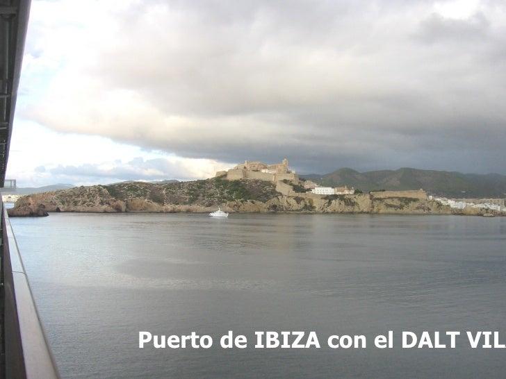 Puerto de IBIZA con el DALT VILA al fondo