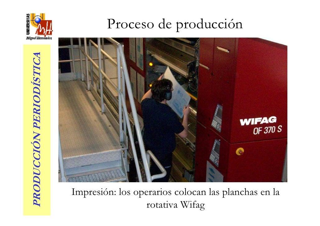 Proceso de producción PRODUCCIÓN PERIODÍSTICA                               Impresión: los operarios colocan las planchas ...