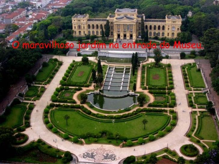 O maravilhoso jardim na entrada do Museu.