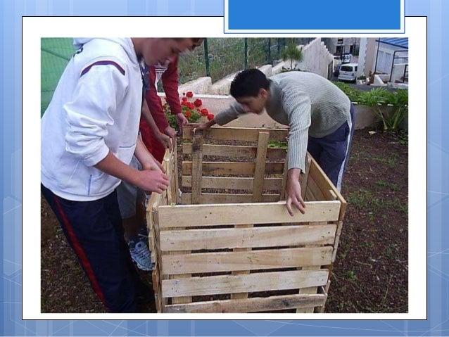 3. Separa en un depósito, ya sea un balde o caja, los residuos del jardín como pasto, hojas y restos de plantas. Incluye d...
