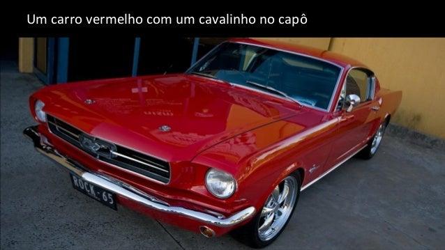 Um carro vermelho com um cavalinho no capô