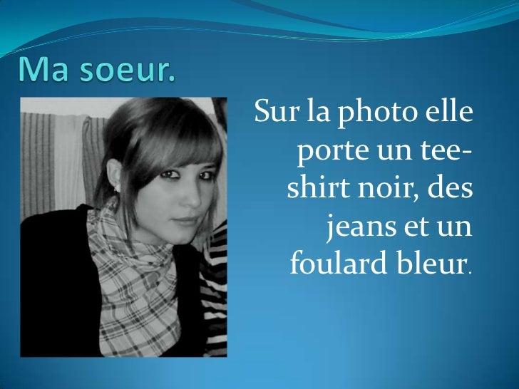 Sur la photo elle   porte un tee-  shirt noir, des      jeans et un  foulard bleur.