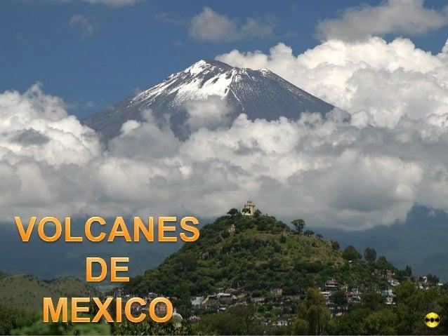 Volcán Popocatépetl, visto desde la ciudad de Puebla. Al frente se encuentra la pirámide de Cholula, con un templo de la é...