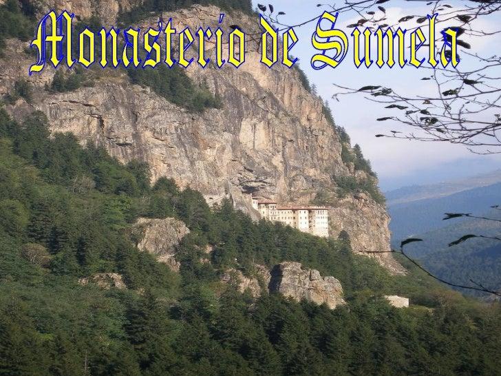El monasterio de Sumela, colgado de la roca (sobre una vertical de 300 metros), enel Parque Nacional de Altindere, es uno ...