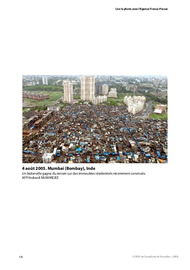 Lire la photo avec l'Agence France-Presse  4 août 2005. Mumbai (Bombay), Inde  Un bidonville gagne du terrain sur des imme...