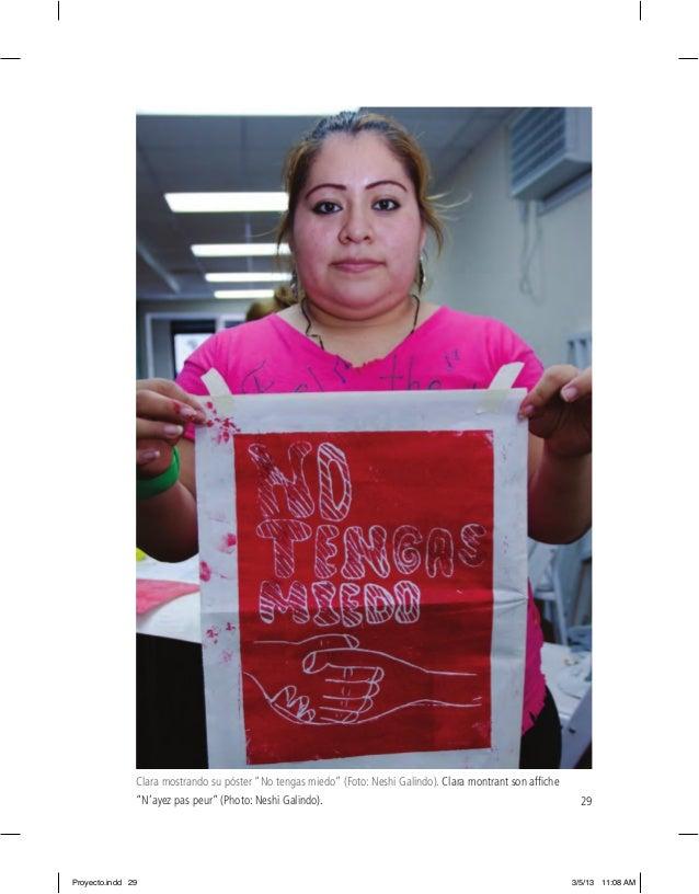 "29 Clara mostrando su póster ""No tengas miedo"" (Foto: Neshi Galindo). Clara montrant son affiche ""N'ayez pas peur"" (Photo: ..."
