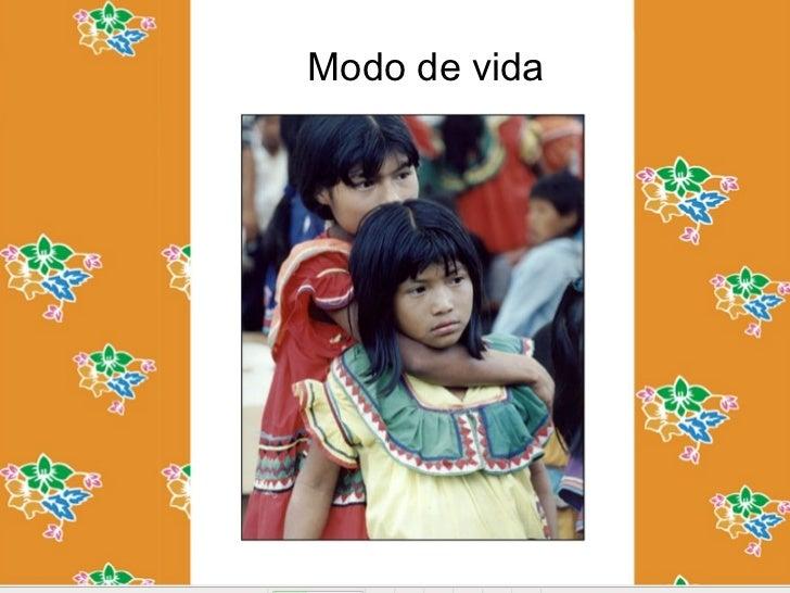Modo de vidaLas mujeres ngöbes-buglés usantrajes    largos     coloridos   condecoraciones          lineales     ytriangul...