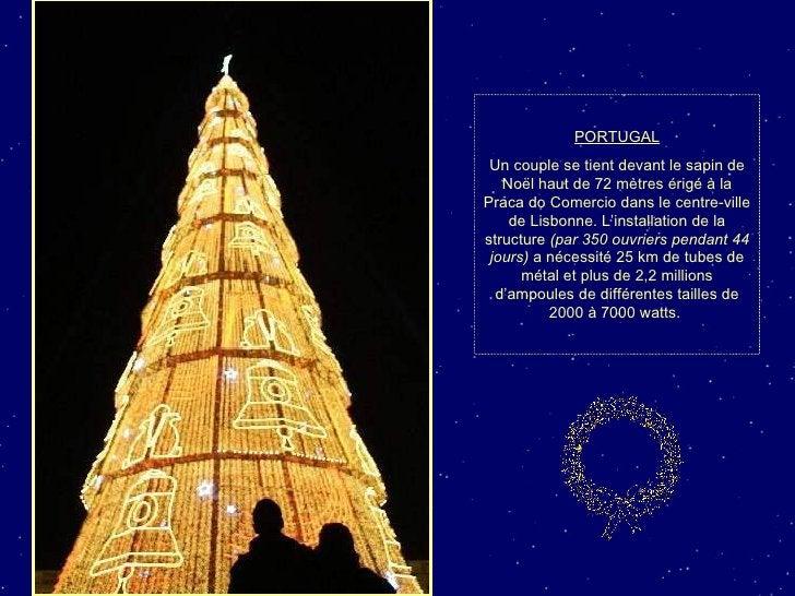 PORTUGAL Un couple se tient devant le sapin de Noël haut de 72 mètres érigé à la Praca do Comercio dans le centre-ville de...
