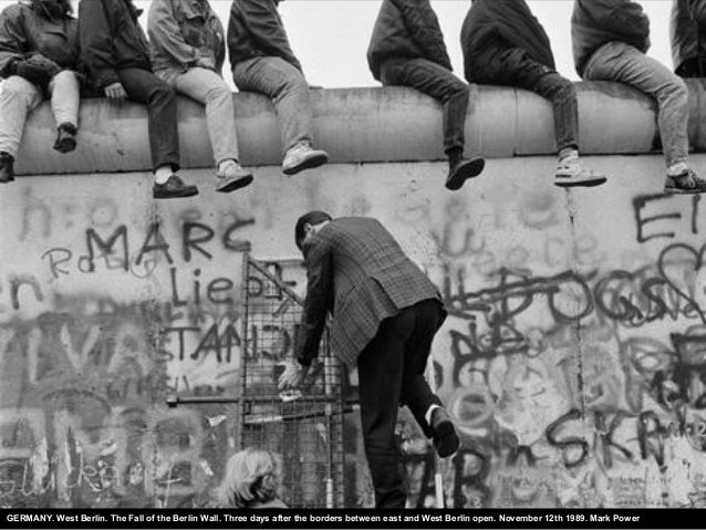 GERMANY. West Berlin. The Fall of the Berlin Wall. Three days after the borders between east and West Berlin open. Novembe...