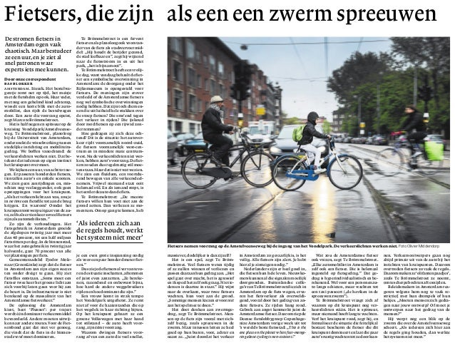 Door onze correspondent Bas Blokker Amsterdam. Iiieeek. Het bestelwa- gentje remt net op tijd, het meisje met de fietshelm...