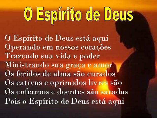 O Espírito de Deus está aquiOperando em nossos coraçõesTrazendo sua vida e poderMinistrando sua graça e amorOs feridos de ...