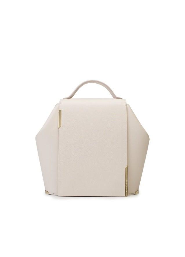 ONESIXONE.ES PHILOSOPHY ONESIXONE is a luxury handbag brand conceptualized and designed in Spain thatONESIXONE is a luxury...