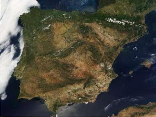    A costa mediterránea de Andalucía. Ten    amplas zonas chás, como as praias de    Málaga, que alternan con acantalidos...