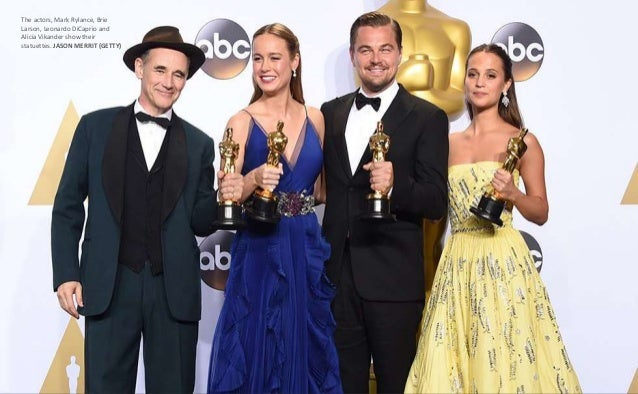 The actors, Mark Rylance, Brie Larson, Leonardo DiCaprio and Alicia Vikander show their statuettes. JASON MERRIT (GETTY)