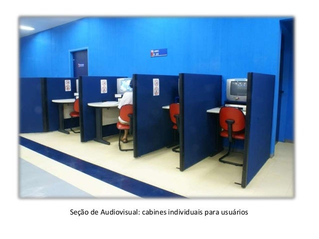 Seção de Audiovisual: cabines individuais para usuários