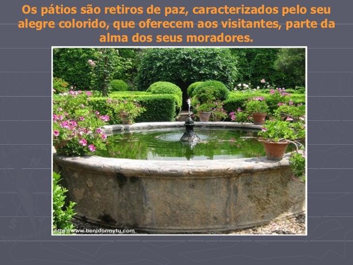 Os pátios são retiros de paz, caracterizados pelo seualegre colorido, que oferecem aos visitantes, parte da              a...