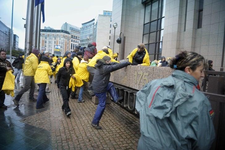 Greenpeace på finansministermötet i Bryssel