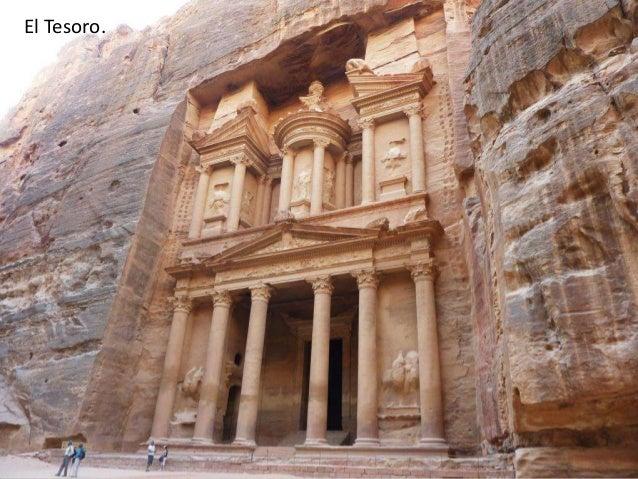 La parte superior de la fachada.