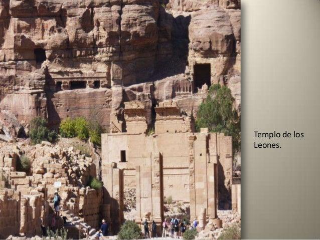 Wadi Rum es un valle desértico situado a gran altitud (en torno a 1.600 m) en una región montañosa formada por granito y a...