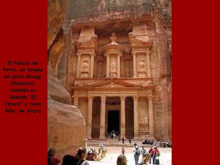 """El Palacio de Petra, un templo en estilo Griego (Helénico), también es llamado """"El Tesoro"""" y tiene 42m. de altura"""
