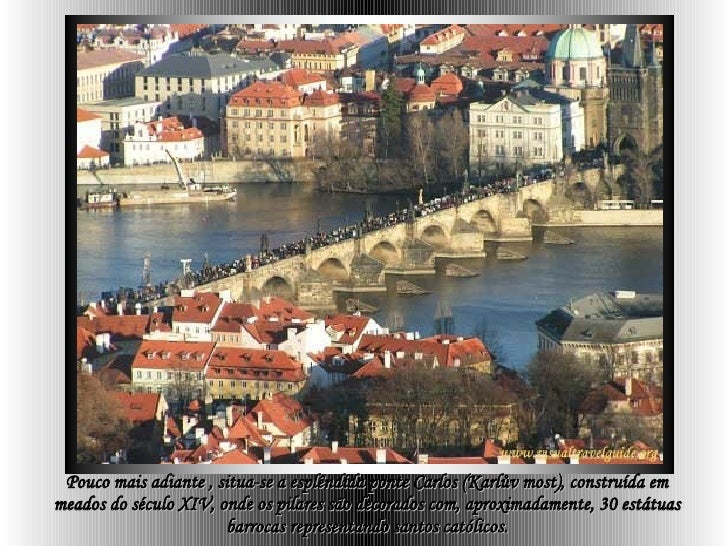 Pouco mais adiante , situa-se a esplêndida ponte Carlos (Karlův most), construída em meados do século XIV, onde os pilares...