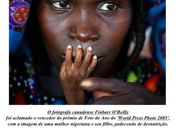 O fotógrafo canadense Finbarr O'Reilly foi aclamado o vencedor do prêmio de Foto do Ano do  'World Press Photo 2005' , com...