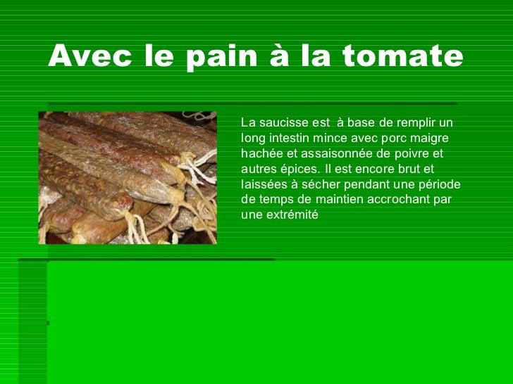Avec le pain à la tomate La saucisse est  à base de remplir un long intestin mince avec porc maigre hachée et assaisonnée ...