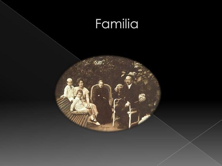 Escritora nacida en Pamplona en 1883 y fallecida en 1950. Hermana de Pío y Ricardo Baroja, y madre de Pío y Julio Caro Bar...