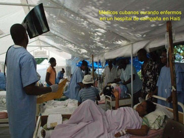 Médicos cubanos curando enfermos en un hospital de campaña en Haití