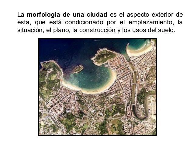 La situación es la posición relativa de una ciudad respecto a un entorno geográfico amplio, relacionándose con la principa...