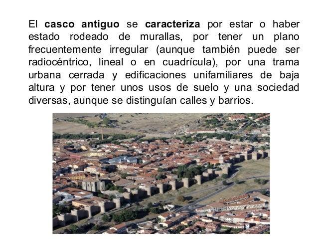 En el Renacimiento aparecieron barrios de plano regular y se construyeron plazas mayores uniformes. En el Barroco y la Ilu...