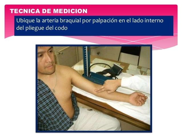 Ubique la arteria braquial por palpación en el lado interno del pliegue del codo TECNICA DE MEDICION