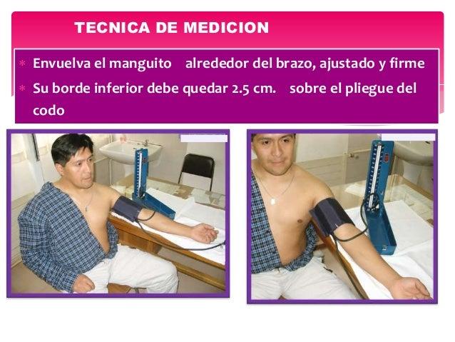  Envuelva el manguito alrededor del brazo, ajustado y firme  Su borde inferior debe quedar 2.5 cm. sobre el pliegue del ...