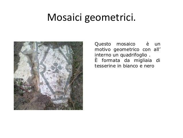 Mosaici geometrici. Questo mosaico è un motivo geometrico con all' interno un quadrifoglio . È formata da migliaia di tess...