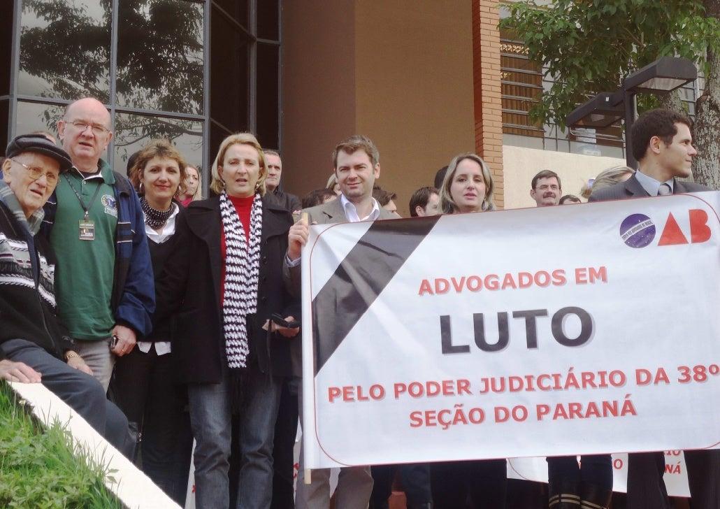 Protesto da OAB pelo Poder Judiciário da 38º Região