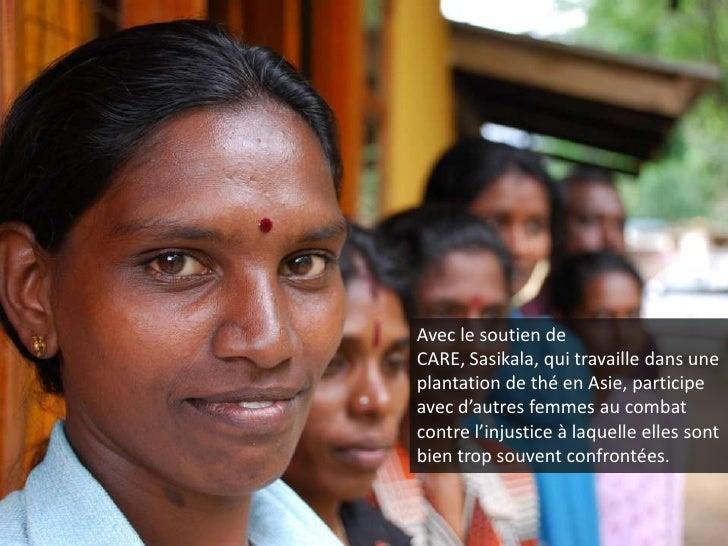 Avec le soutien de CARE, Sasikala, qui travaille dans une plantation de thé en Asie, participe avec d'autres femmes au com...