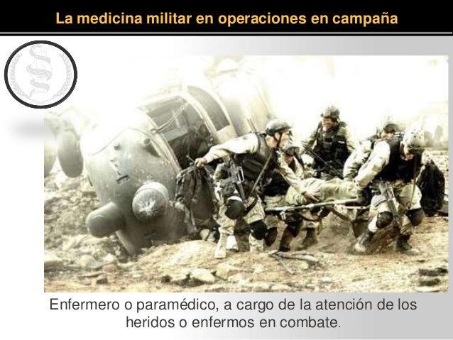 Enfermero o paramédico, a cargo de la atención de los heridos o enfermos en combate. La medicina militar en operaciones en...